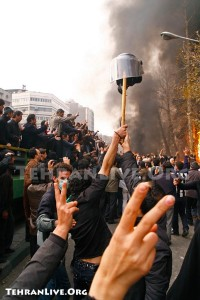 حرکت دادن کلاه نیروی انتظامی، یزیدیان سر حسینیان را در کوفه می   گردانند